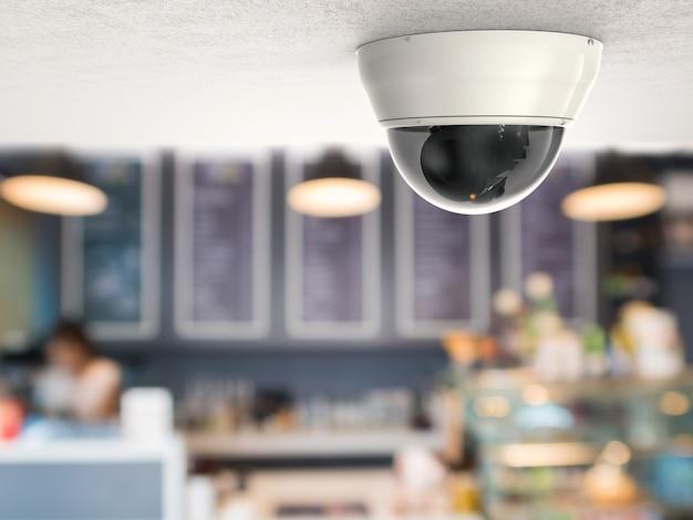 Câmera de segurança de renderização 3d ou câmera cctv com fundo de restaurante