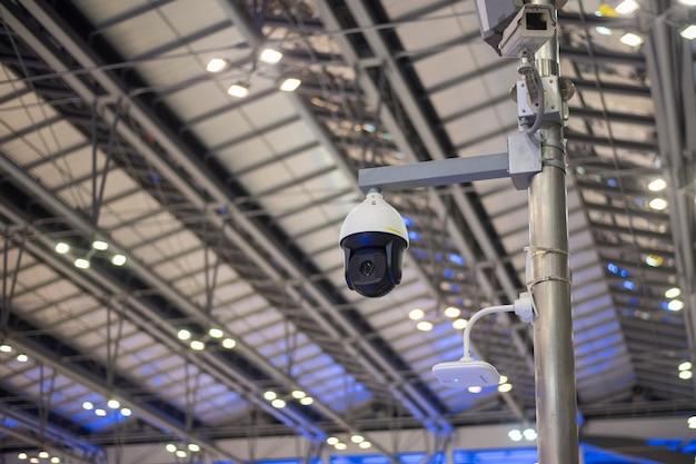 Câmera de segurança no aeroporto