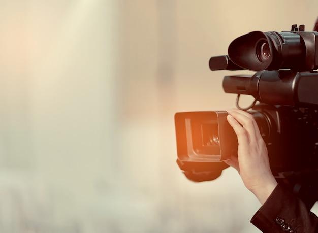 Câmera de vídeo, cinegrafista de perto, cinegrafista, filme