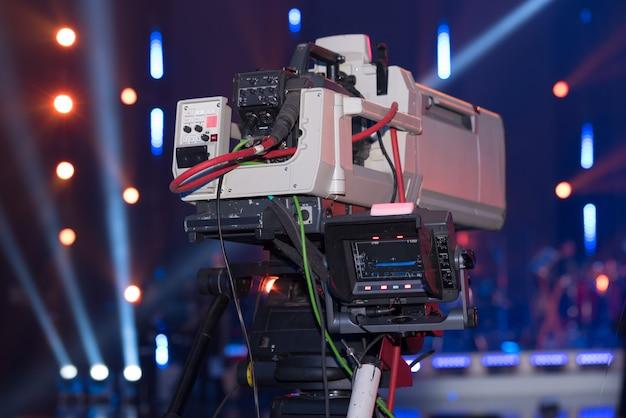 Câmera de vídeo para filmar eventos para um estúdio de tv móvel