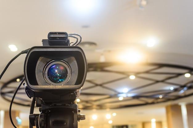 Câmera de vídeo tem foco