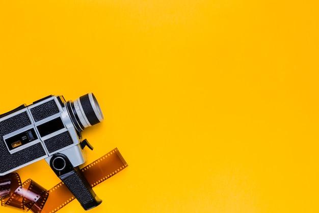Câmera de vídeo vintage com celulóide
