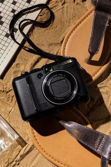 Câmera de vista superior e arranjo de sandálias