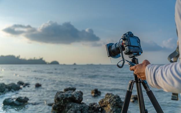 Câmera digital de exibição de tela de configuração com tripé
