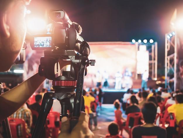 Câmera digital de gravação de vídeo no festival de concertos de música