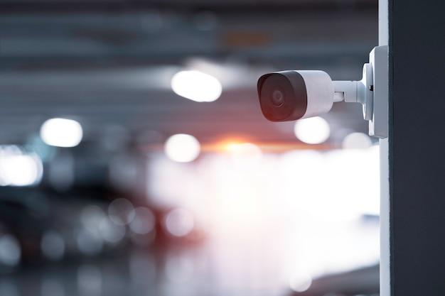 Câmera moderna de cftv para monitoramento de vigilância e segurança na parede