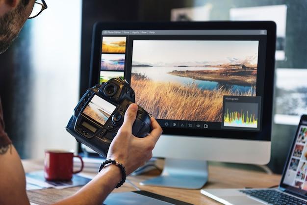 Camera photography photographer trabalhando verificando o conceito