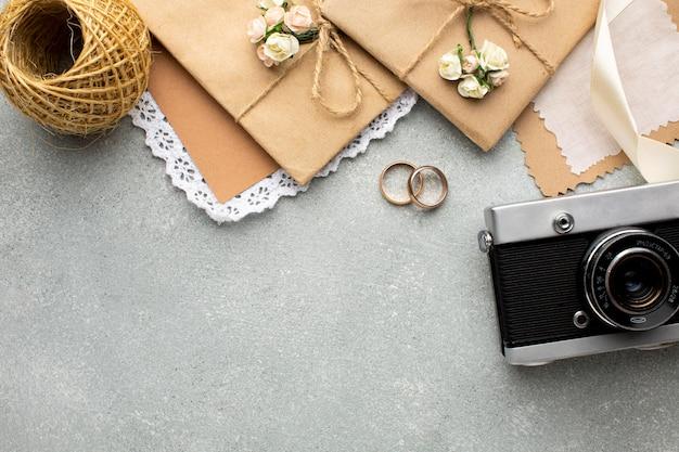 Câmera retro cópia espaço conceito de beleza para casamento