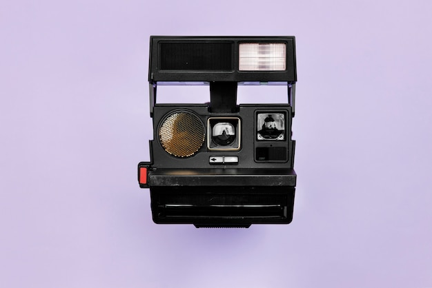 Câmera retro vintage isolada no fundo