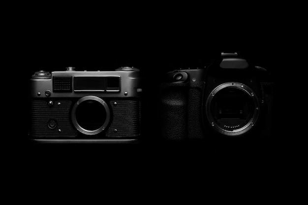 Câmera slr digital vs. analógica com slides, cartões de memória, filme de 35 mm