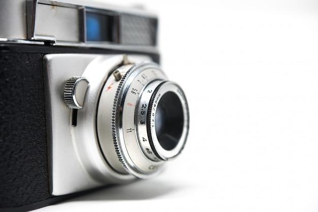 Câmera vintage para fotografia em fundo branco