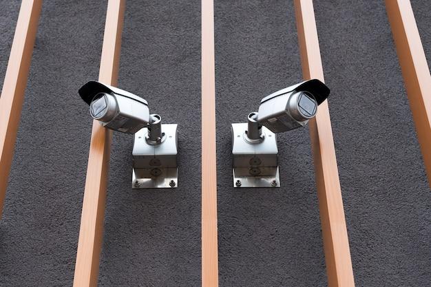 Câmeras de segurança em edifícios modernos e câmeras de vigilância profissional cctv na parede