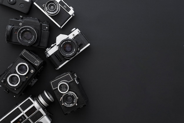 Câmeras em fundo preto