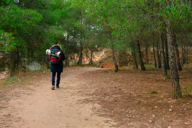 Caminhada e aventura na montanha.