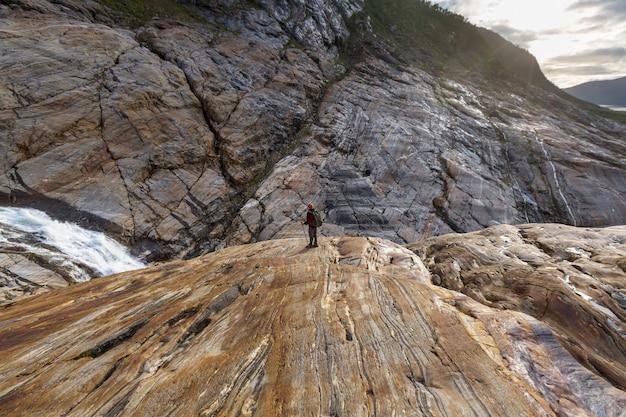 Caminhada nas montanhas da noruega, glaciar svartisen