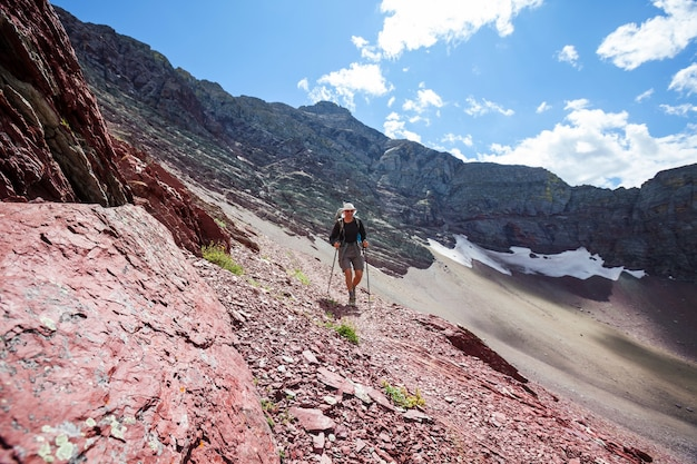Caminhada no parque nacional glacier, montana