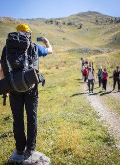 Caminhadas, trekking, em, montanhas, liderar, grupo