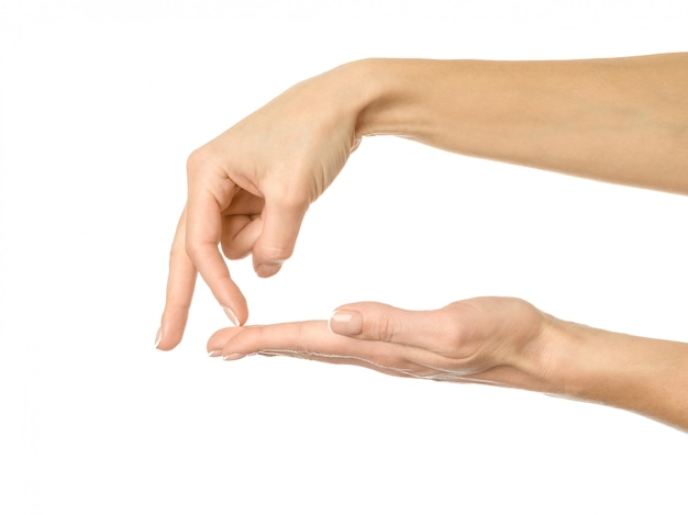 Caminhando para o abismo. mão de mulher gesticulando isolado no branco