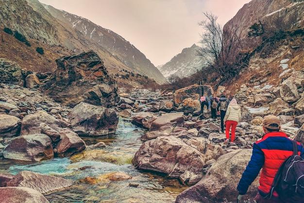Caminhantes nas montanhas.