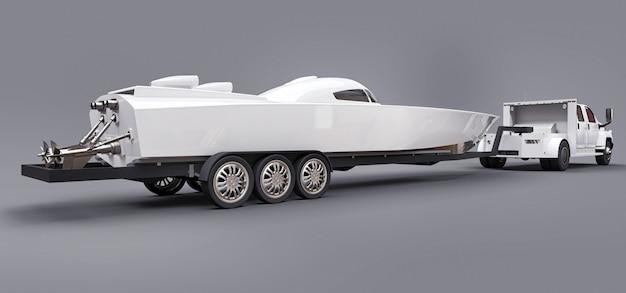 Caminhão branco com um reboque para transportar um barco de corrida
