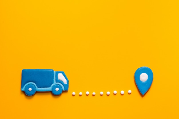 Caminhão de biscoitos de gengibre e ponto do mapa em fundo amarelo