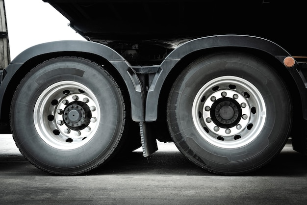 Caminhão rodas indústria de pneus transporte rodoviário de carga
