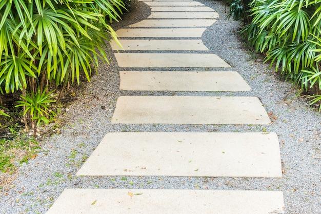 Caminho caminho no jardim