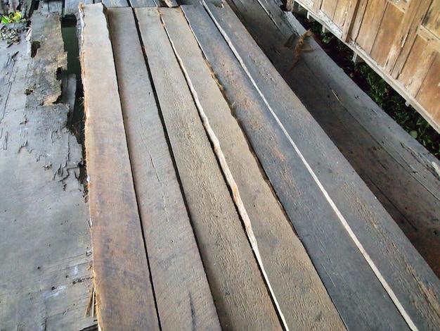 Caminho de madeira velha