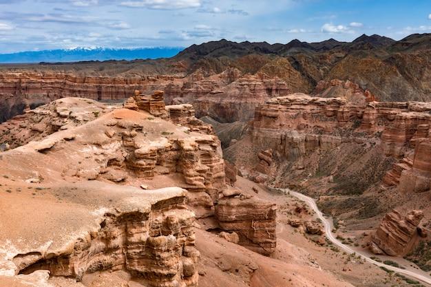 Caminho no canyon de arenito vermelho
