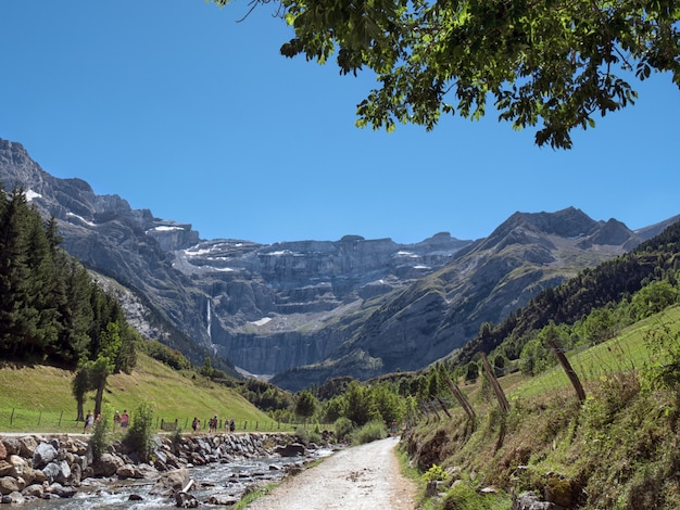 Caminho para o cirque de gavarnie, altos pirineus, frança