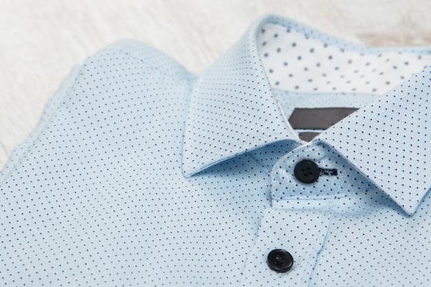Camisa azul elegante