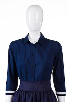 Camisa de meia manga em manequim. camisa de menina com mangas curtas. camisa casual da marinha para a noite. nova mercadoria no outlet.