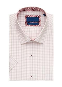 Camisa dobrada em fundo branco, vista superior
