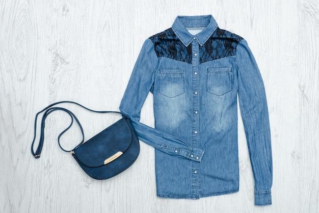 Camisa e bolsa jeans azul