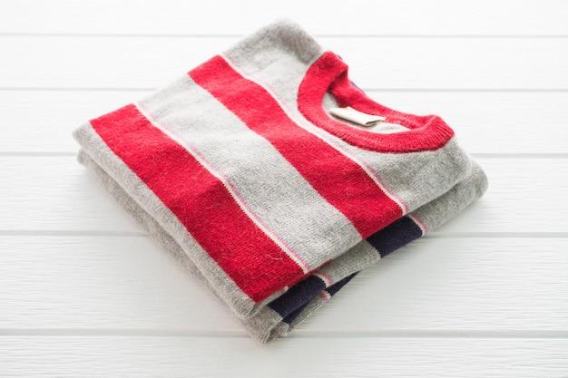 Camisa e roupa de suéter de lã