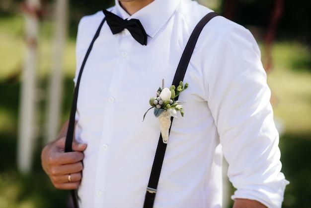 Camisa elegante close-up de um jovem. moda