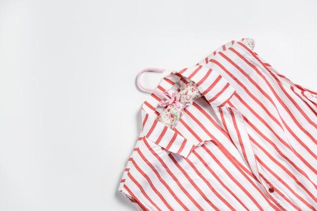 Camisa listrada feminina com cabide
