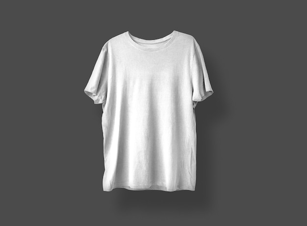 Camiseta cinza claro na frente