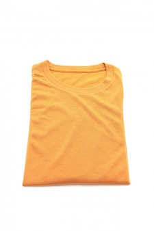 Camiseta dobrada em branco