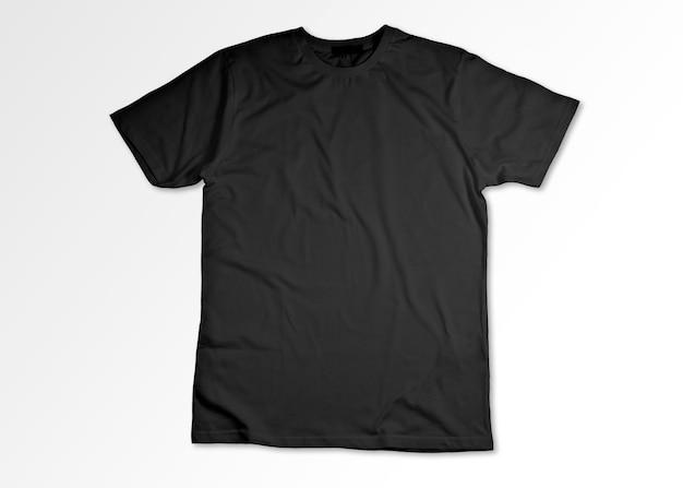 Camiseta preta aberta isolada