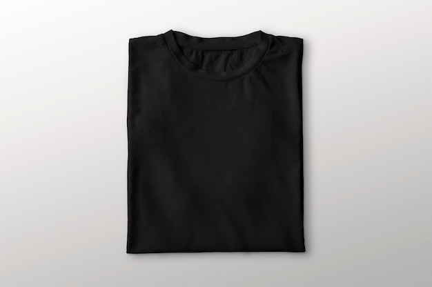 Camiseta preta dobrada