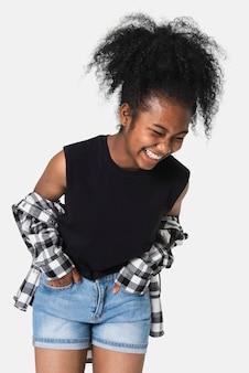 Camiseta preta feminina com camisa de flanela