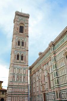 Campanário da basílica de santa maria del fior, florença, itália