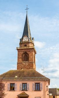 Campanário de uma igreja em bergheim - frança