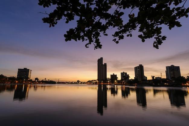 Campina grande paraiba brasil em 15 de agosto de 2008 visão noturna do antigo açude