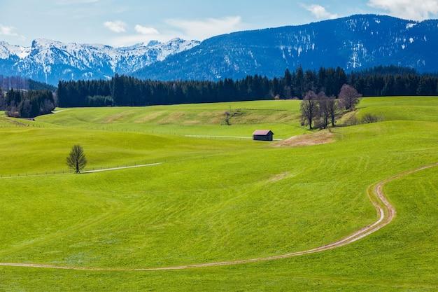 Campo alemão na primavera bavaria alemanha