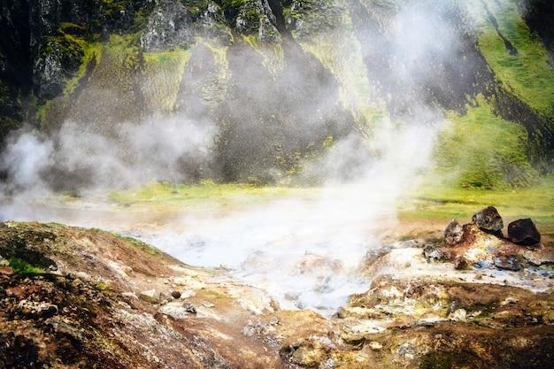 Campo da fumarola em namafjall, islândia.
