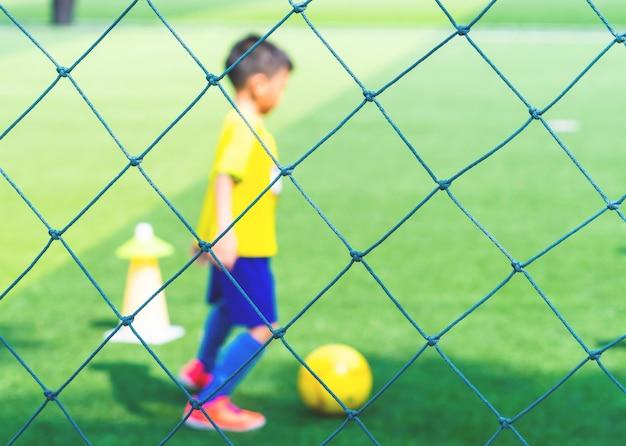 Campo de academia de futebol para treinamento de crianças