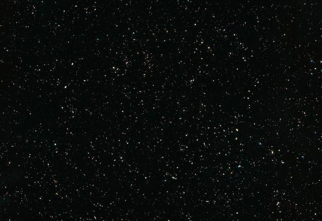 Campo de estrelas com galáxias e constelações no espaço