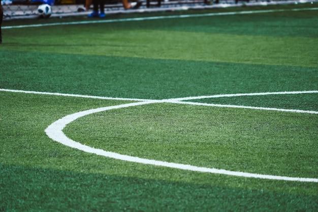 Campo de futebol de futebol branco redondo linha central para o fundo
